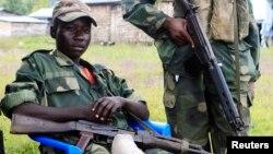 지난 15일 콩고 고마시 북부 검문소의 무장 반군들.