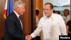 Osiyoga safar qilayotgan Pentagon rahbari bugun Filippinda prezidenti Benino Akino bilan uchrashgan.