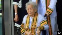 کیملان جیناکول در مراسم فارغ التحصیلی در دانشگاه آزاد دولتی «سوکهُوتای تاماتیرات»، مدرک لیسانس خود را دریافت کرد - ۹ اوت ۲۰۱۷، بانکوک - تایلند