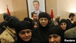 被敘利亞反政府武裝扣押三個月的修女獲釋後抵達敘黎邊界過境點。(2014年3月10日)