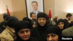 被叙利亚反政府武装扣押三个月的修女获释后抵达叙黎边界过境点。(2014年3月10日)