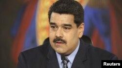El presidente venezolano pide a Obama restablecer las relaciones diplomáticas entre los dos países.