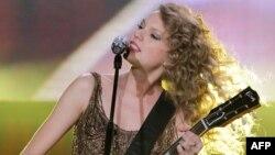 Taylor Swift sigue atrayendo adeptos con su música.