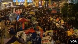 Phong trào Chiếm Trung ở Hồng Kông. Có rất nhiều nghệ sĩ Hồng Kông tham gia và làm ra những tác phẩm về phong trào này.