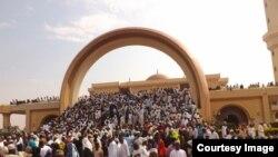 Waumini wakitoka katika msikiti wa Ghadafi mjini Kampala