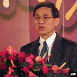 台湾经济部长施颜祥发表演讲