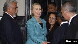 美國國務卿克林頓在抵達汶萊前,短暫訪問了東帝汶
