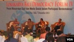 """Acara Lokakarya Bali Demokrasi Forum IV di Nusa Dua Bali pada Rabu siang (7/12) yang bertema: """"Peran Masyarakat Sipil dan Media Sosial dalam Partisipasi Demokrasi""""."""