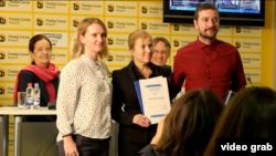 Dodeljivanje nagrade Dušan Bogavac redakciji Kosseva.