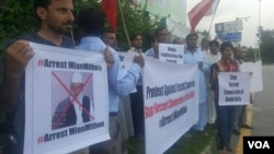 Human rights activists and members of Pakistan's Hindu community protest alleged forced conversions of Hindu girls to Islam in Islamabad, Pakistan, Aug. 11, 2016. (A. Tanzeem/VOA)
