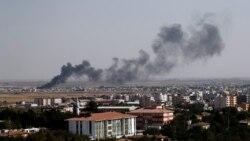 VOA: Ejército sirio avanza hacia fuerzas turcas mientras EE.UU. se retira