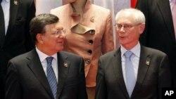 歐盟委員會主席巴羅佐(左)與歐洲理事會主席範龍佩星期一出席在老撾首都萬象舉行的第九屆亞歐峰會