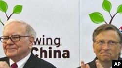 ທ່ານ Bill Gates (ຂວາ) ມະຫາເສດຖີພັນລ້ານຂອງໂລກ ແລະ ມະຫາເສດຖີ Warren Buffett (ຊ້າຍ).