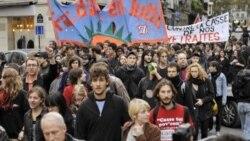 تصویر آرشیوی از اعتراض فرانسوی که به لایحه اصلاح سیستم بازنشستگی در فرانسه.