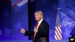 美國總統川普在保守派大會上發表講話