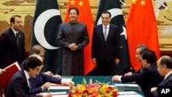 عمران خان کے چین کے دورے کے موقع پر بیجنگ میں گریٹ ہال آف پیپل دونوں ملکوں کے درمیان معاہدوں کی تقریب۔ 3 نومبر 2018