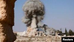 عکس آرشیوی از انفجار و تحریب آثار باستانی مجموعه تاریخی پالمیرا در سوریه