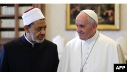 Шейх аль-Таїб і Папа Франциск. Ватикан, 23 травня 2016р.