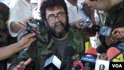 Alfonso Cano en una foto tomada en 2001 cerca de San Vicente del Caguán.