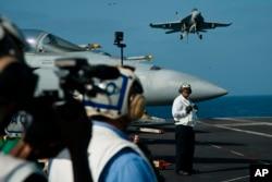 İranla artan gərginliklər fonunda ABŞ Yaxın Şərqə 'USS Lincoln' aviadaşıyıcısı və bombardmançı təyyarələr göndərib.