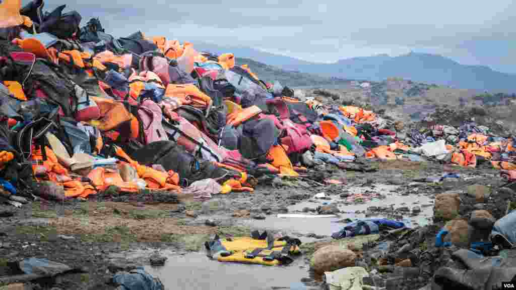 Thousands of life jackets, discarded by refugees upon arrival in Lesvos, Greece, have been gathered together in the north of the island. (J. Owens / VOA)