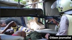 La police a arrêté quelques personnes à Mitwara, Tanzanie, 25 janvier 2013.