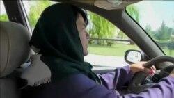 اولین خانم تکسی ران در مزارشریف