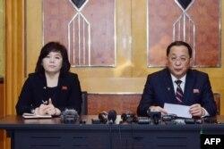 리용호 북한 외무상과 최선희 외무성 제1부상이 지난 2월 베트남 하노이에서 2차 미-북 정상회담 결렬에 대한 북한의 입장을 밝히는 긴급 기자회견을 했다.