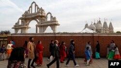 بھارتی سپریم کورٹ نے سبری مالا مندر میں خواتین کے داخلے پر لگ بھگ 800 سال سے عائد پابندی ختم کر دی تھی۔ (فائل فوٹو)