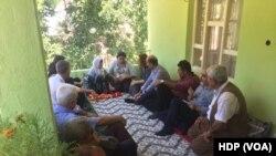HDP, işkence iddialarına konu olan köye bir heyet gönderdi