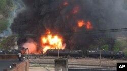 Varios trenes transportando petróleo han descarrilado durante el último año.