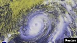 Bão Nicole được nhìn thấy ở Đại Tây Dương. (Ảnh do vệ tinh NOAA chụp ngày 11/10/2016)