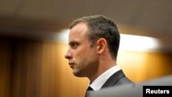 Vận động viên 'không chân' Oscar Pistorius tại phiên tòa ở Pretoria, ngày 3/3/2014.
