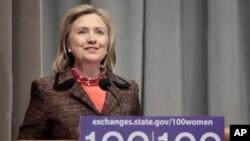 克林顿在百名妇女计划会议上讲话