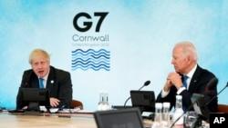 ၿဗိတိန္ဝန္ႀကီးခ်ဳပ္ Boris Johnson နဲ႔ အေမရိကန္သမၼတ Joe Biden တို႔ကို G-7 ထိပ္သီးေဆြးေႏြးပဲြအတြင္း ေတြ႔ရ။