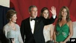 美国前总统小布什及其家人和画作(37图)