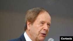 El profesor Emilio Viano dialoga sobre el control de armas