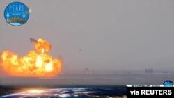 无人驾驶的SpaceX测试火箭完美发射并成功着陆,但在着陆后不久在发射台上爆炸。(2021年3月3日)