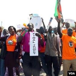 Aktivis di Sudan selatan melakukan unjuk rasa mendukung pemisahan Sudan selatan dari utara.