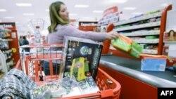 Mức cầu của người tiêu dùng chiếm 70% hoạt động kinh tế Mỹ