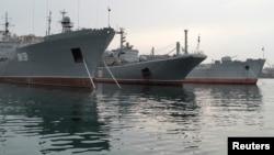 지난 24일 우크라이나 크림반도 세바스토폴 기지에 정박 중인 러시아 해군 군함들. (자료사진)