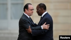 Le président François Hollande et son homologue ivoirien Alassane Ouattara à l'Elysée, à Paris, le 15 mars 2017.