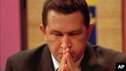 El expresidente Uribe se declara como un fuerte opositor del gobierno Chávez y acusa al mandatario de proteger a las FARC.