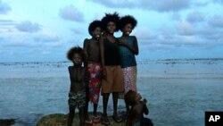 Stanovnici otočja Carteret sele se iz svojih domova koji će uskoro biti potpuno pod površinom oceana