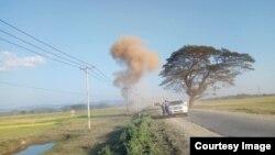 ေျမာက္ဦးၿမိဳ႕အနီး အစုိးရယာဥ္တန္း ျဖတ္သန္းစဥ္ ေပါက္ကဲြမႈ (Photo -Aung Thein Hlaing facebook )