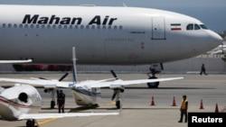 Самолет иранских авиалиний Mahan Air