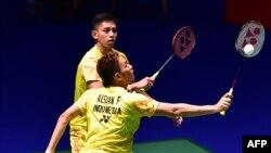 Ganda putra Fajar Alfian dan Muhammad Rian Ardianto saat berlaga melawan ganda putra Malaysia, Ong Yew Sin dan Teo Ee Yi dalam putaran pertama turnamen bulu tangkis Jepang Terbuka 2018, 12 September 2018.