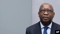 L'ancien président ivoirien, Laurent Gbagbo, se présente pour le début de son procès devant la Cour pénale internationale à La Haye, Pays-Bas, jeudi 28 janvier 2016.