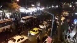 معترضان در رشت: میمیریم، میمیریم، ایران رو پس میگیریم