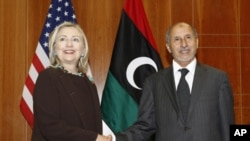 Državna tajnica Hillary Clinton s predsjdnikom libijskog Vijeća za nacionalnu tranziciju Mustafom Abdelom Jalilom